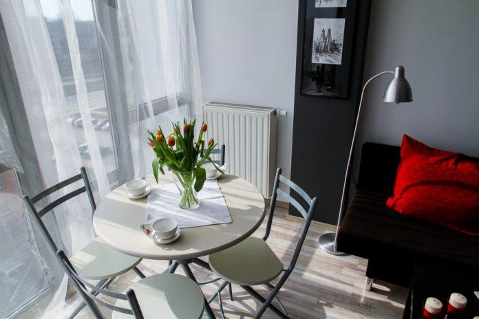 Najlepsze sposoby na schłodzenie mieszkania w upalne dni