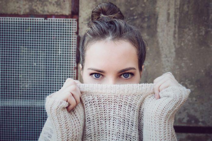 Jak pozbyć się zapachu stęchlizny z ubrań?