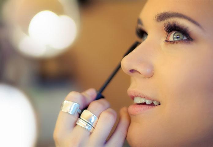 Delikatny makijaż w odcieniach brązu – jakie kosmetyki wybrać?
