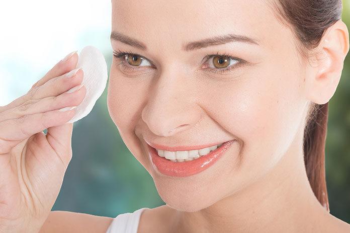 Jakie produkty stosować do tłustej skóry twarzy?
