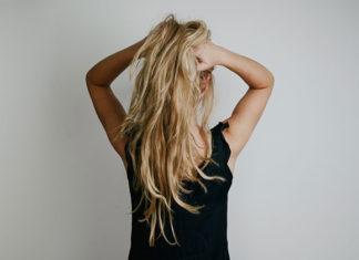 Odżywka odbudowująca do włosów – jak ją wybrać?
