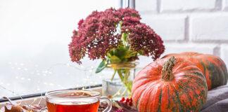 Dekorujemy przestrzeń okienną w salonie na jesień